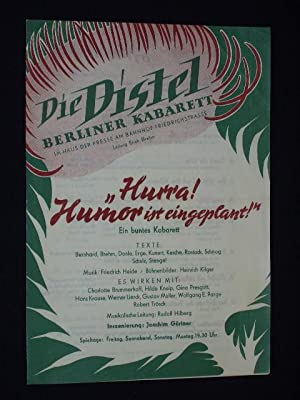 """Programmzettel Die Distel, Berliner Kabarett 1953. """"HURRA! HUMOR IST EINGEPLANT!"""" Insz.: ..."""
