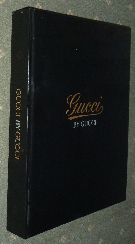 Gucci by Gucci - 85 années de Gucci - Conception Douglas Lloyd Textes Sarah Mower 460 p. in-4 reliure éditeur coordination éditoriale gucci imprimé par mondadori printing traduit de l'anglais trés nombreuses photographies noir et co