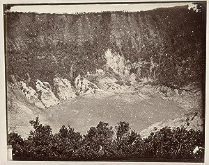 Krater van de Tangkoebanprahoe op West-Java.: WOODBURY & PAGE.
