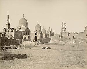 Caire. Vue générale des tombeux des Kalifes.: SÉBAH, Pascal.