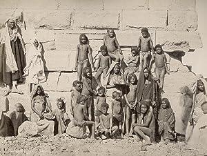 Groupe de Nubiens à Dakièh.: SÉBAH, J. Pascal.