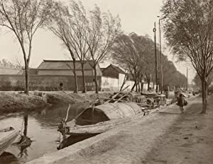 Canal in front of Townwall of Tsinanfu, maintown of the province Schantung.: TSINANFU.