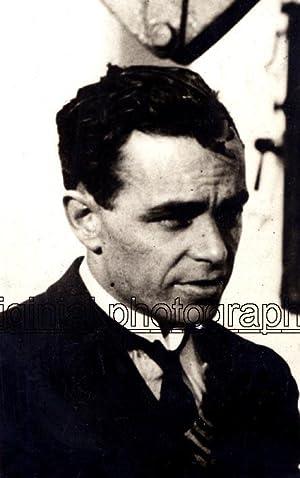 Portrait of Bert Hinkler, before the flight from London to Port-Darwin, Australia.: HINKLER. Bert.