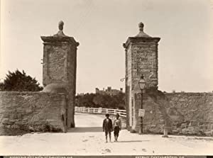 Old City Gate, St. Augustine, Florida.: DETROIT PHOTOGRAPHIC CO.