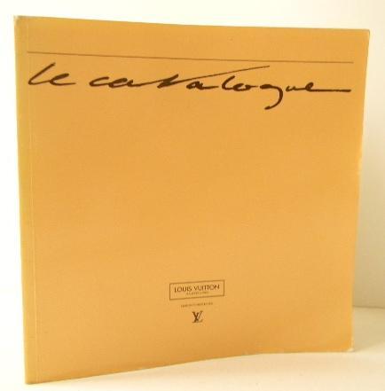 LE CATALOGUE LOUIS VUITTON 1987-1988. VUITTON (Louis) As New Softcover Catalogue Louis Vuitton pour 1987-1988. In-8, broché, 72 pages. Tous les articles sont décrits avec références et dimensions. Ils sont tous reproduits