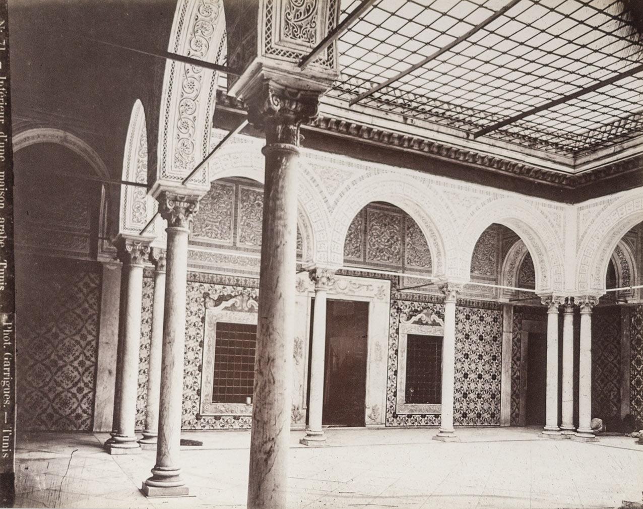Tunis. Interieur d une maison arabe, Tunis. Original-Fotografie ...