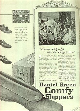 Image for 1921 LADIES HOME JOURNAL DANIEL GREEN COMFY SLIPPER MAGAZINE ADVERTISEMENT