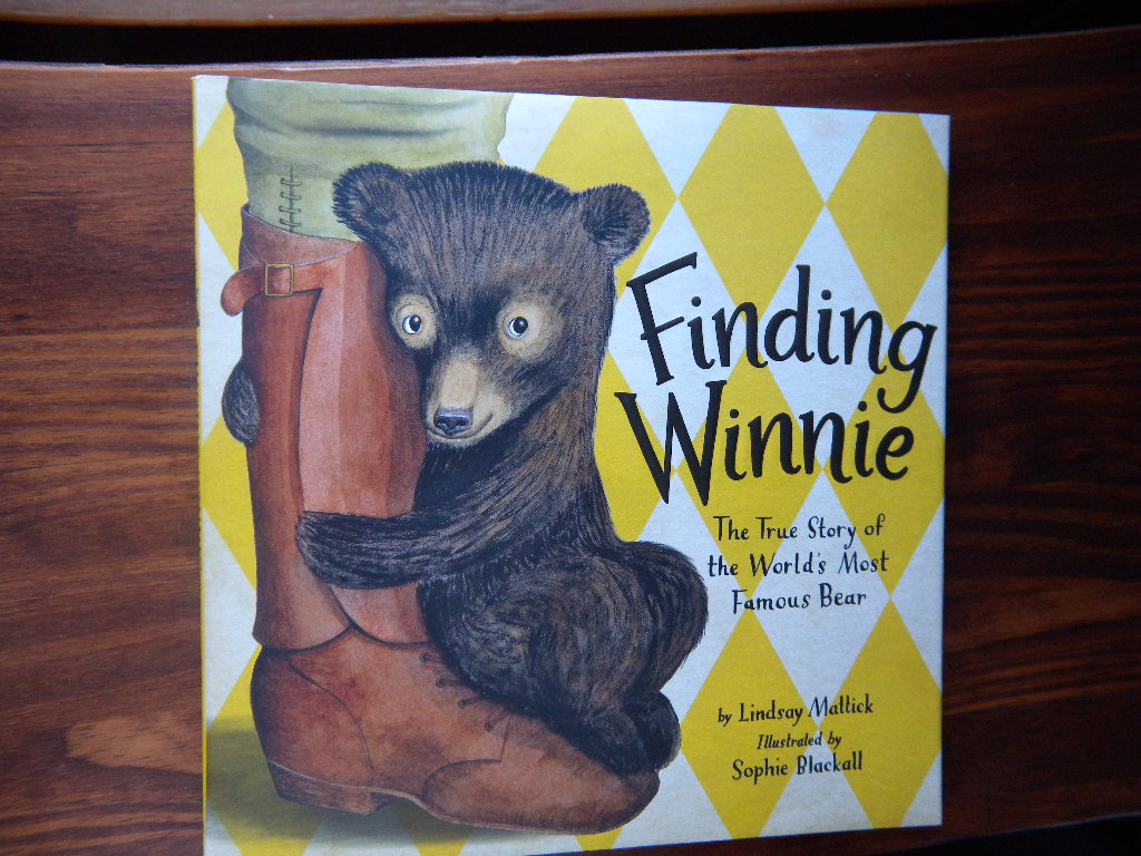 Finding Winnie: The True Story of the World's Most Famous Bear. SIGNED 1ST. Mattick, Lindsay. [Très bon] [Couverture rigide] Mattick, Lindsay. Finding Winnie. The True Story of the World's Most Famous Bear. Illustrated by Sophie Blackall. NY/Boston: Little, Brown and Company (2015). 1st Edition, 1st Printing (number line to 1). 10 ¼ x 10 ¼ [44] pp. Color illustrated paper over boards and color illustrated priced dust jacket. Signed by the illustrator Sophie Blackall on the title page. Winner of the 2016 Caldecott Medal. Fine unread copy in Fine dust jacket. Sophie Blackall is also the winner of the 2019 Caldecott Medal for Hello Lighthouse.