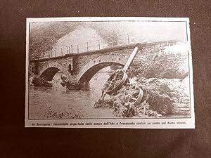 L'inondazione in Germania nel 1910 Locomobile sulle