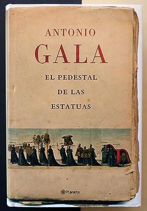 El pedestal de las estatuas.: GALA, Antonio