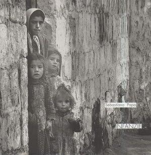 INFANZIE - Riflessioni fotografiche 1966-1996: Papa, Sebastiana (fotografie),