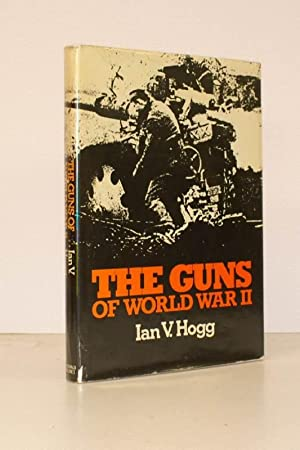 The Guns of World War II. A Macdonald Illustrated War Study. BRIGHT, CLEAN COPY IN UNCLIPPED ...