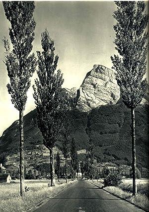 Switzerland : landscape and architecture.[Orbis terrarum]: Hürlimann, Martin, 1897-1984.
