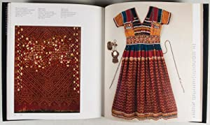 Asian Costumes and Textiles from the Bosphorus to Fujiyama: Kahlenberg, Mary Hunt et al.