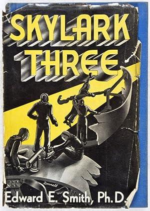 Skylark Three: Smith, Edward E.; Donnell, A. J. (Illustrator)