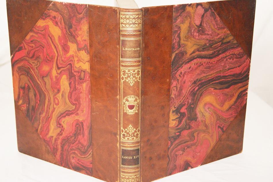 LOUIS XIV Louis BERTRAND Louis BERTRAND LOUIS XIV 1924, Paris, Edition Librairie Plon Format : In-4 (23,5 x 28,5 cm), relié, 362 pages Reliure demi-cuir à coins basane havane,