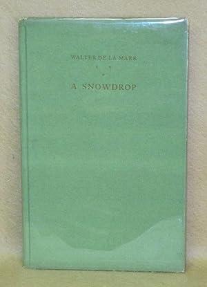 A Snowdrop: De La Mare, Walter