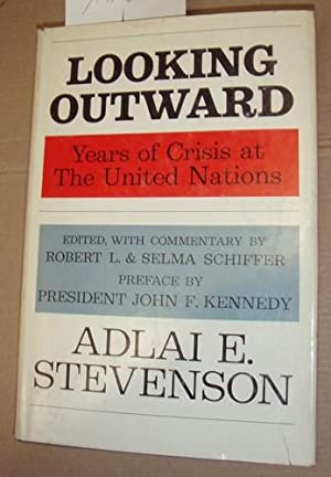 Looking outward. Years of Crisis at the: Stevenspn, Adlai E.: