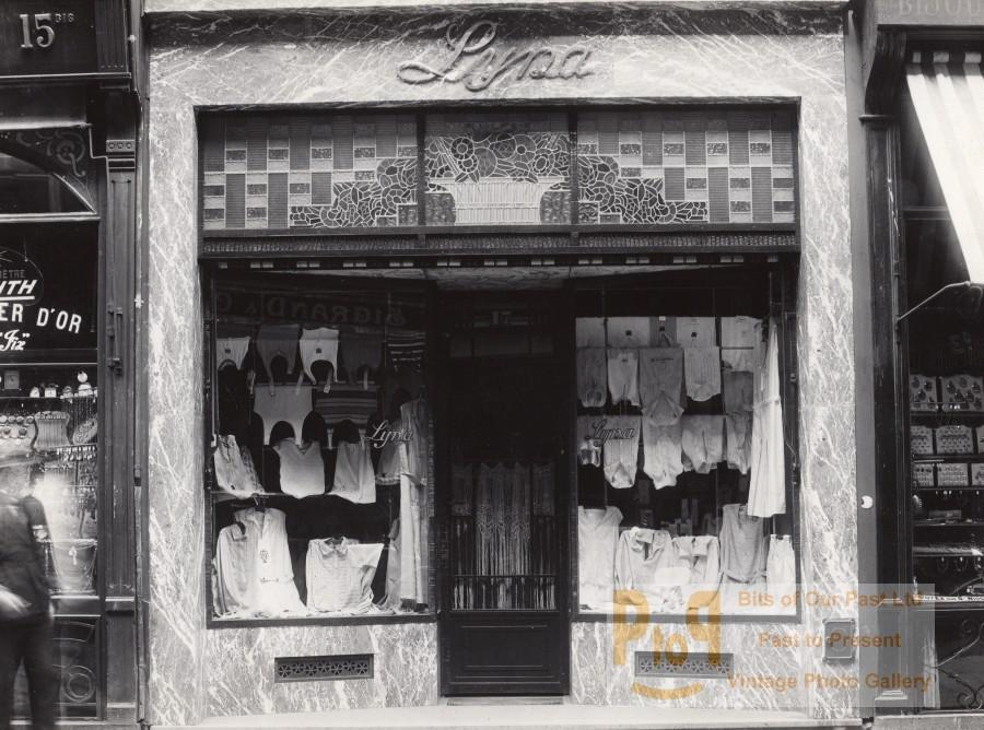 Clothing Shop Lille France Art Deco Jacquart Photo 1930 Jean Pierre JACQUART Vintage JP Jacquart Studio Photo. Boutique Lyna, region de Lille. *** Date : ca 1930 *** Location/Lieu : France, Région Lilloise *** Photographer/Cred