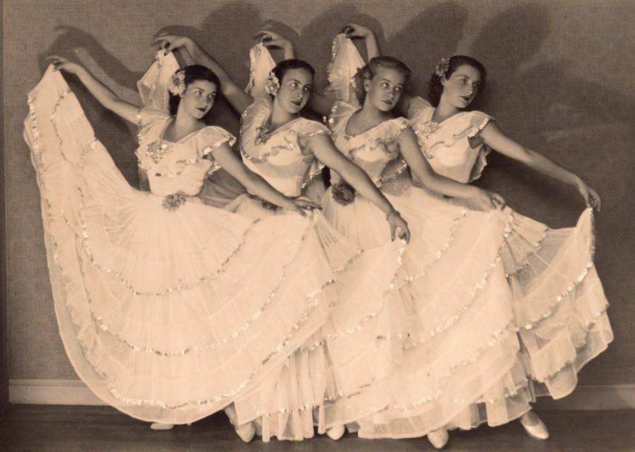 Ballet_Dance_Women_Fashion_Arcachon_France_Photo_1930_LUMIPHOTO__