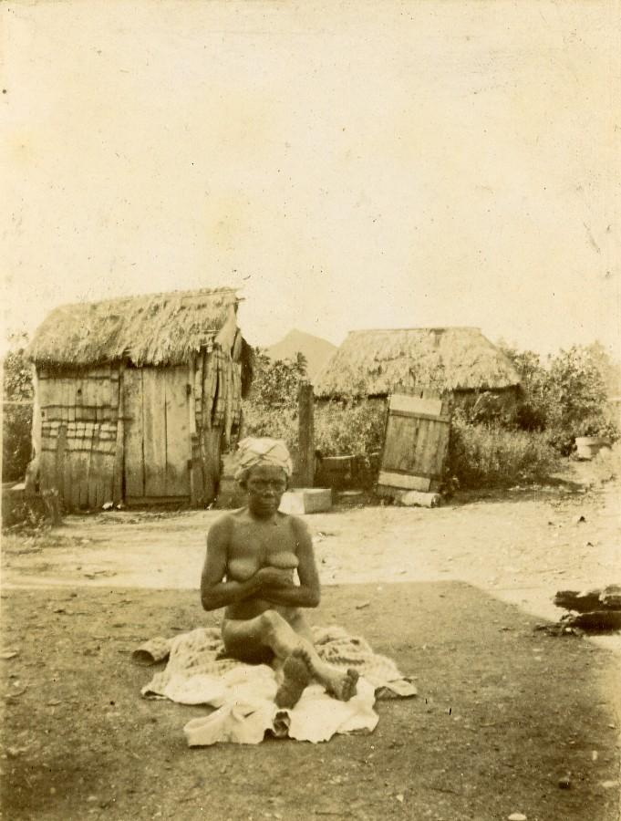 Sub-Saharan Africa Female Nude Study Village Huts Old Photo 1890 ANONYMOUS