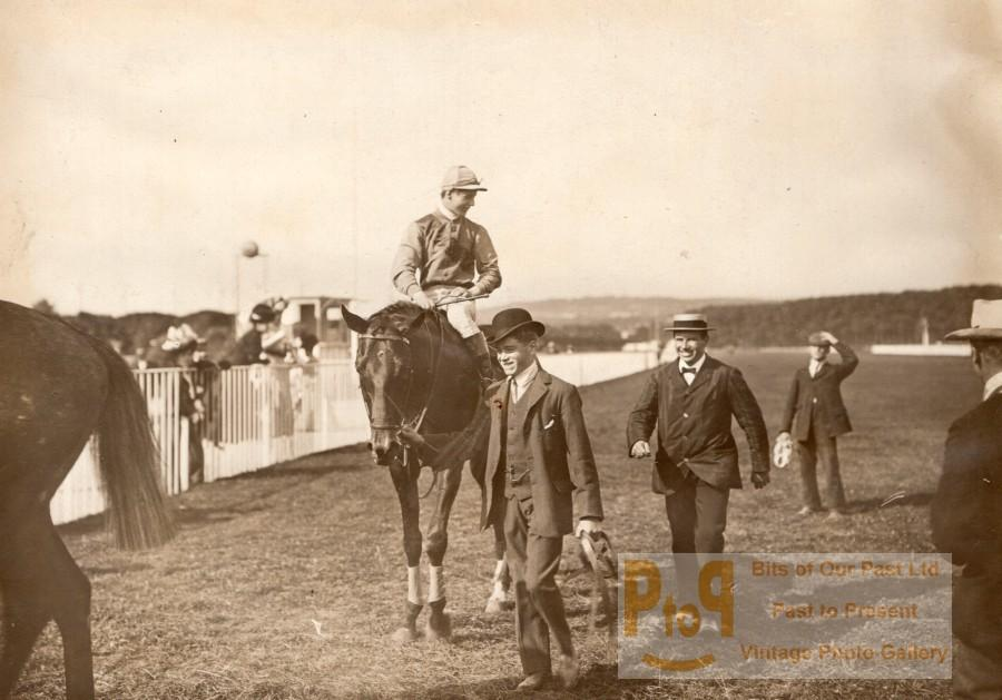 Horse_Racing_Grand_Prix_MaisonsLaffitte_Jockey_Reiff_on_Querido_old_Photo_1907____