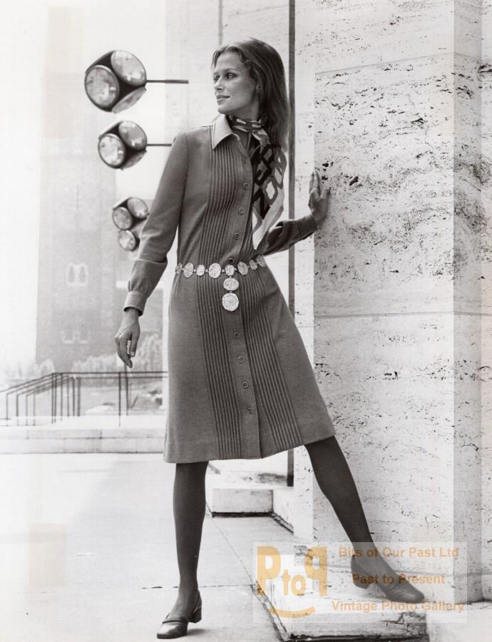 USA 1960's Women Fashion Adele Martin Shirt Dress old Photo Vintage publicity/promotional photograph. *** Date : ca 1969 *** Location/Lieu : USA, New York *** Categories : USA - Fashion, Women *** Silver print,