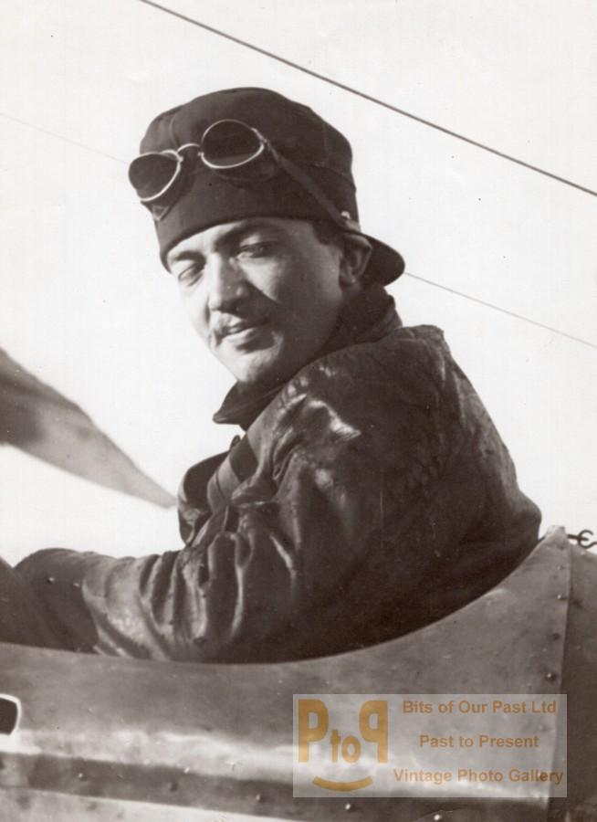 Aviator Rene Moineau Breguet Early French Aviation old Rol Photo 1914 Agence ROL Vintage M. Rol photograph. Rene Moineau held french pilot license No 544 *** Date : ca 1914 *** Location/Lieu : France, Buc *** Photographer/Credit :