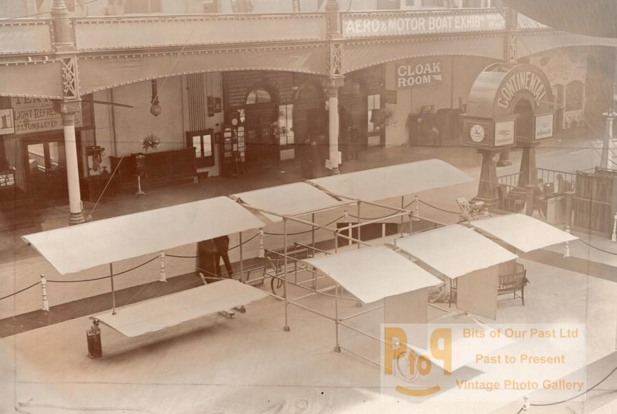 London Olympia Aero & Motor Boat Exhibition Breguet Biplane Aviation Photo 1910 Vintage Sport & General Illustrations Co photograph. Photo shows a Breguet biplane at the Aero & Motor Boat Exhibition at Olympia. *** Date : ca 1910