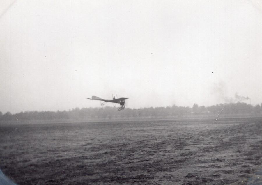 France_Aviation_Monoplane_in_Flight_old_Photo_circa_1910_ANONYMOUS__