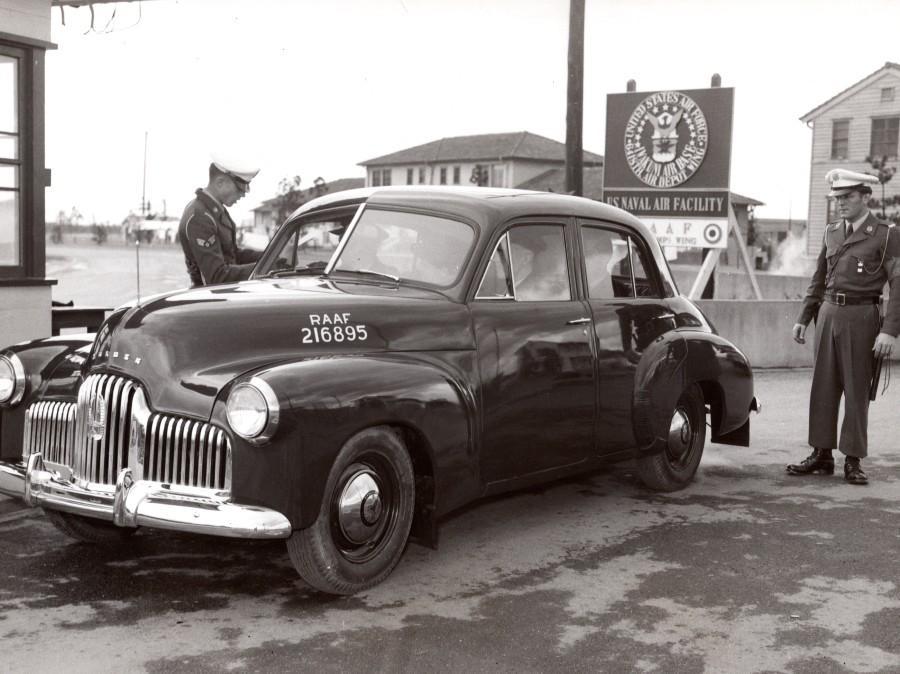 Japan_Iwakuni_US_Navy_Air_Base_Holden_Automobile_old_Photo_1950s____