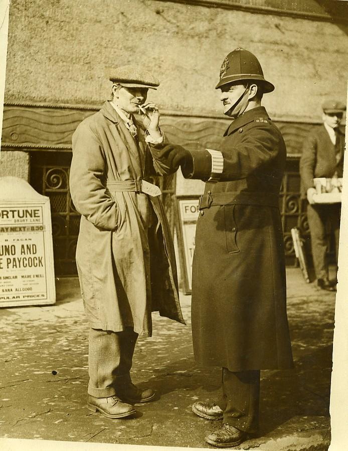 London_Irish_Dramatist_Sean_OCasey_&_Policeman_Old_Photo_1930_NEWS_SERVICE_Misc__