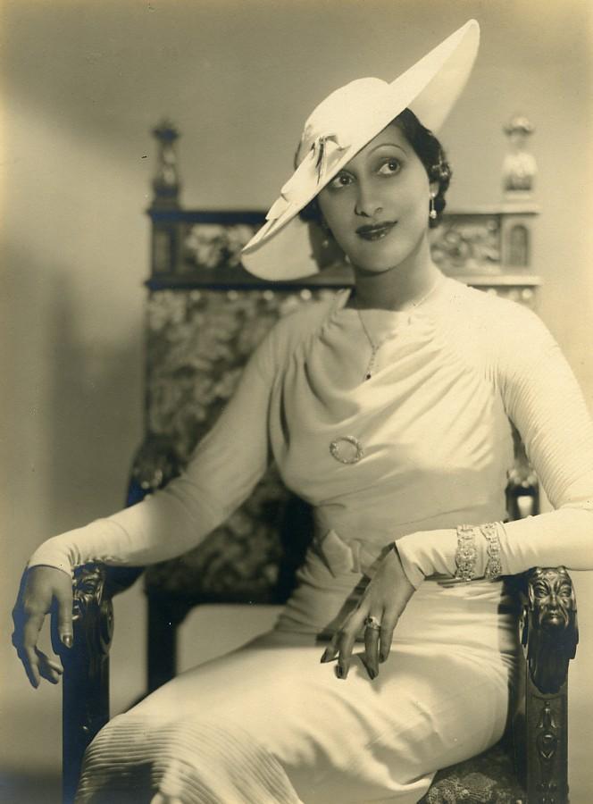 France_Paris_Elegant_Woman_Portrait_Study_Fashion_Old_Photo_Piaz_1930_Teddy_PIAZ__