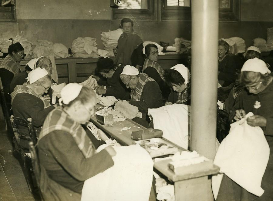 France_Nanterre_Depot_de_Mendicite_Mending_Workshop_Old_Photo_1930_NEWS_SERVICE_Misc__