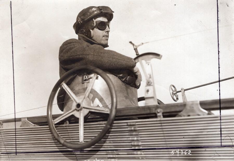 France_Aviation_Hubert_Latham_in_his_Antoinette_Monoplane_old_Branger_Photo_1910_M_BRANGER__