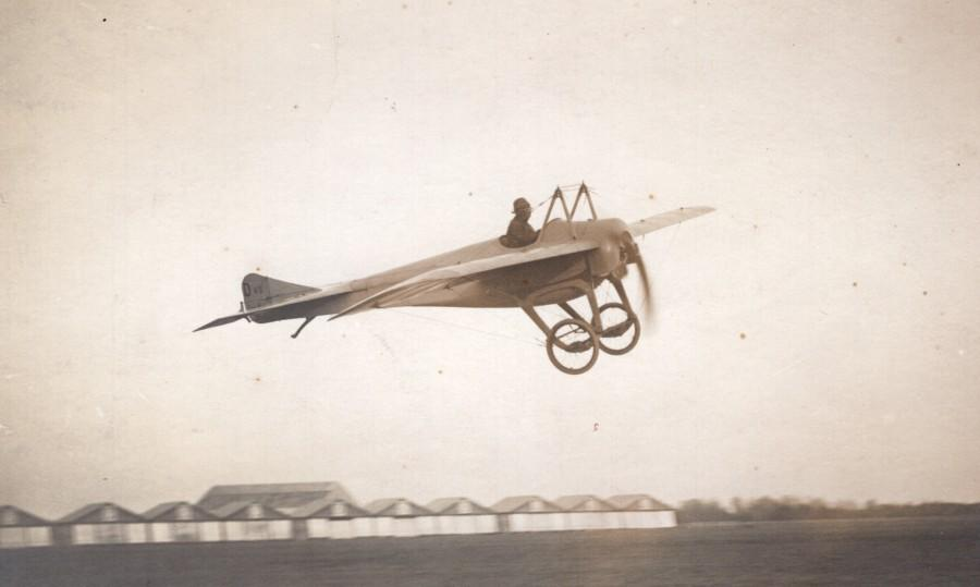 France_Reims_Aviation_Deperdussin_Monoplane_in_Flight_old_Photo_1913_ANONYMOUS__