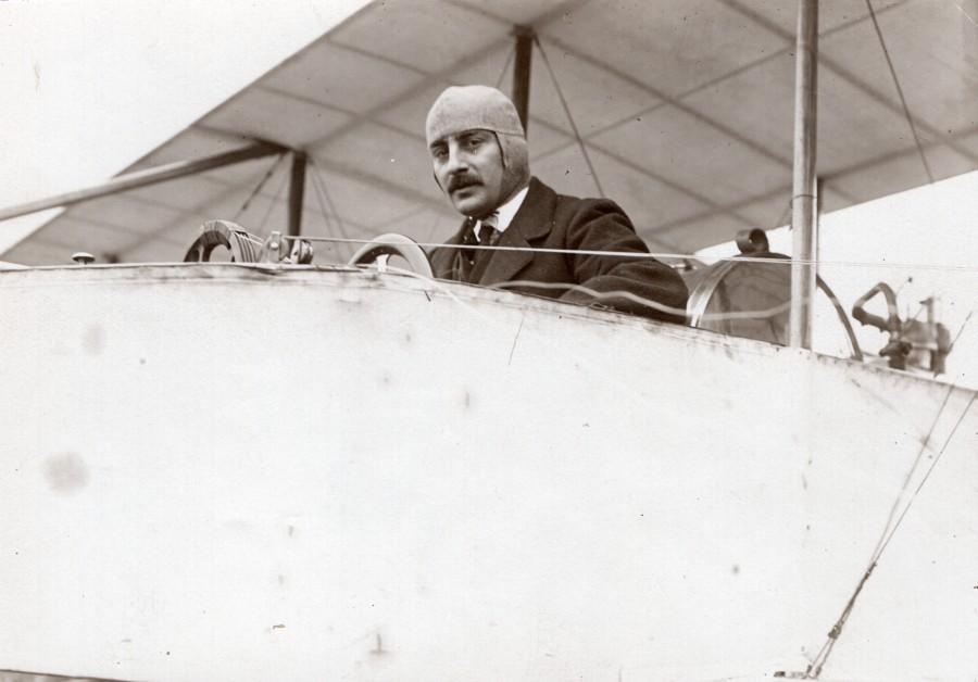 France_Buc_Aviation_Tabuteau_on_Maurice_Farman_Biplane_Records_old_Photo_1910_MEURISSE__