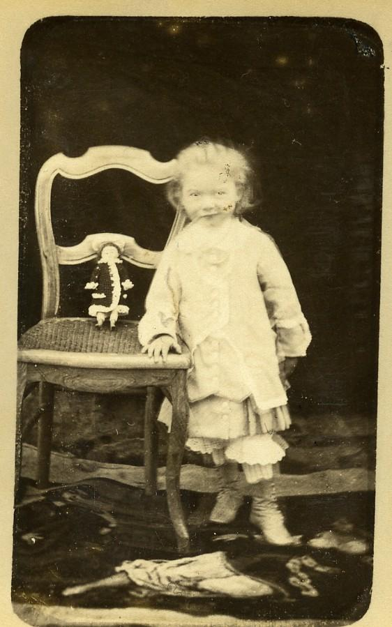 France_Children_Ghostly_Girl_&_her_Doll_on_chair_Old_CDV_Photo_1890_ANONYMOUS_[_]