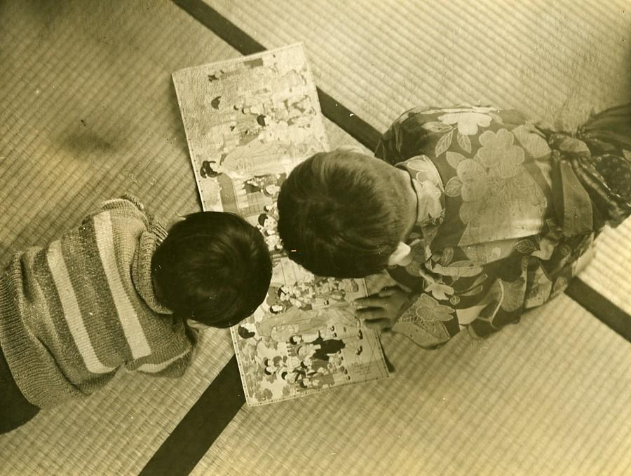 Japan_Reading_Time_Children_Game_Old_Anonymous_Studio_Photo_1940_ANONYMOUS_[_]