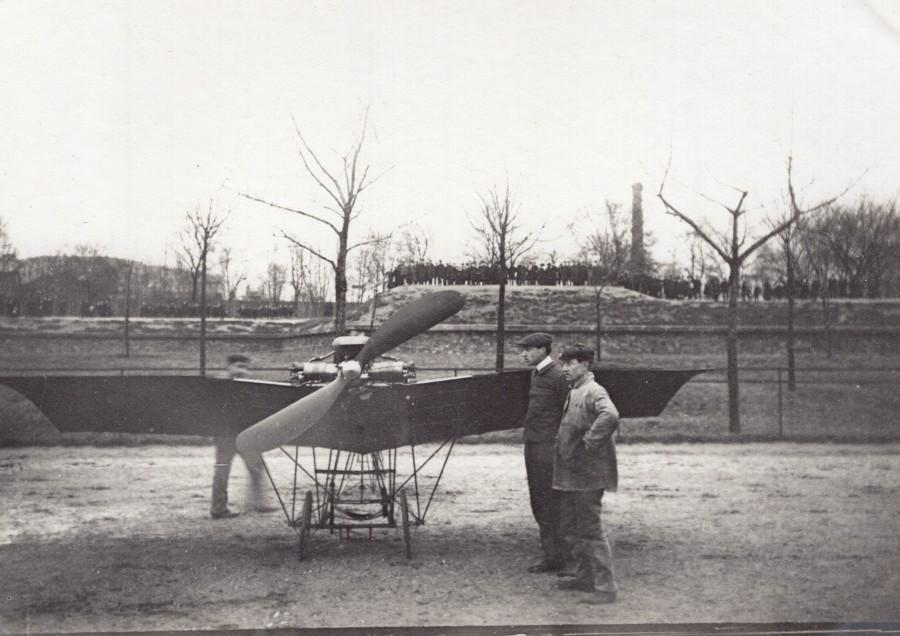 France_Aviation_Saulnier?_Monoplane_Front_view_old_Photo_circa_1910_ANONYMOUS_[_]