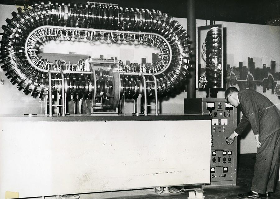 Switzerland_Geneva_Conference_Atomic_Nuclear_Fusion_Reactor?_Old_Photo_1958_NEWS_SERVICE_(Misc)_[_]