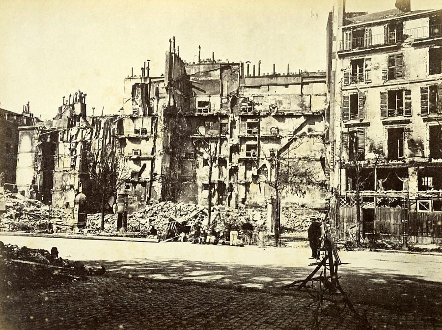 Commune_de_Paris_Ruins_rue_Royale_Old_Liebert_Photo_1871_G_LIEBERT__