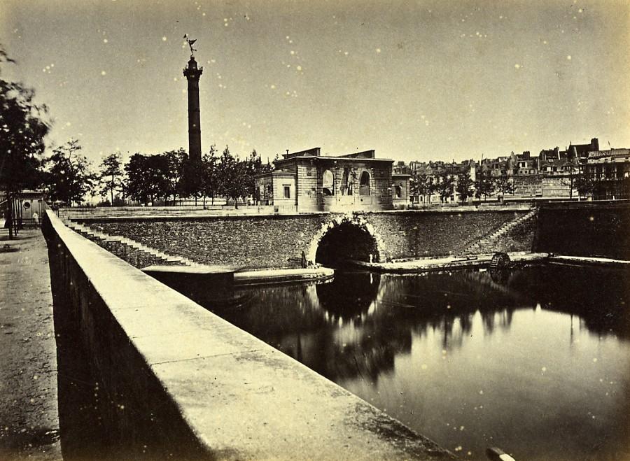 Siege_of_Paris_Commune_Ruins_Poste_caserne_de_la_Bastille_Old_Liebert_Photo_1871_G_LIEBERT__