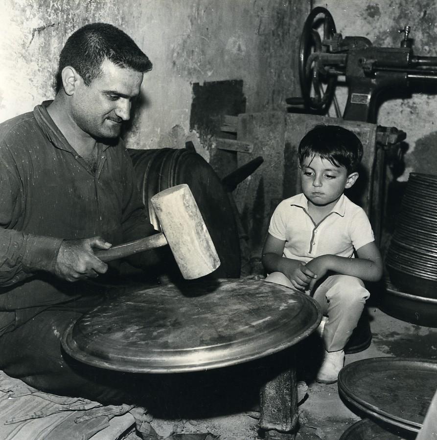Iran_Djafar_the_little_Iranian_Metal_Dish_Maker_old_Photo_Dominique_Darbois_1968_Dominique_DARBOIS__