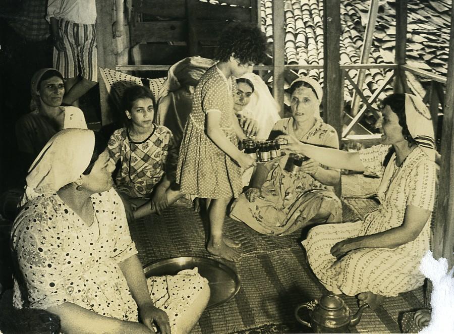 Iran_Djafar_the_little_Iranian_Family_Drinking_Tea_Photo_Dominique_Darbois_1968_Dominique_DARBOIS__