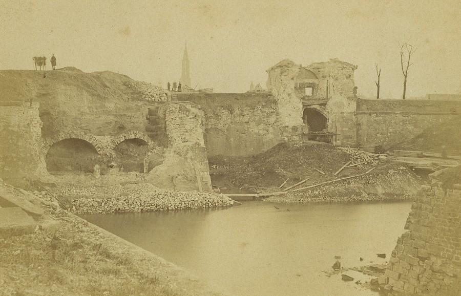 Strasbourg_Wartime_destruction_City_Walls_Old_Cabinet_Card_Photo_1870_ANONYMOUS__