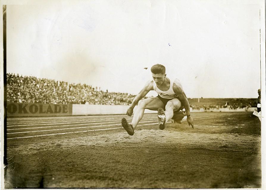 London_Sports_Stamford_Bridge_Long_Jump_Rudi_Dobermann_Old_Photo_1927_NEWS_SERVICE_Misc__