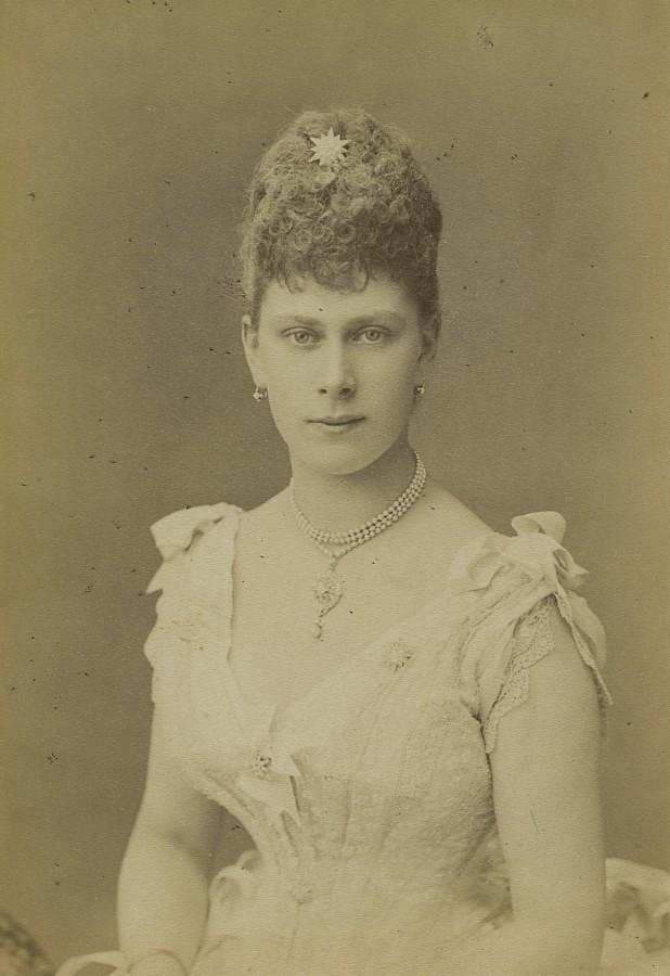 United_Kingdom_Princess_Victoria_of_Teck_Old_Photo_cabinet_card_Kingsbury_1880_Kingsbury_&_Notcutt__