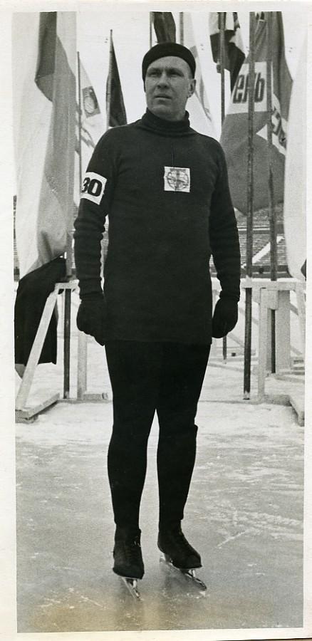 Russia_Gorky_Sports_Yakov_Melnikov_Ice_Skating_Old_Photo_TASS_1939_NEWS_SERVICE_Misc__