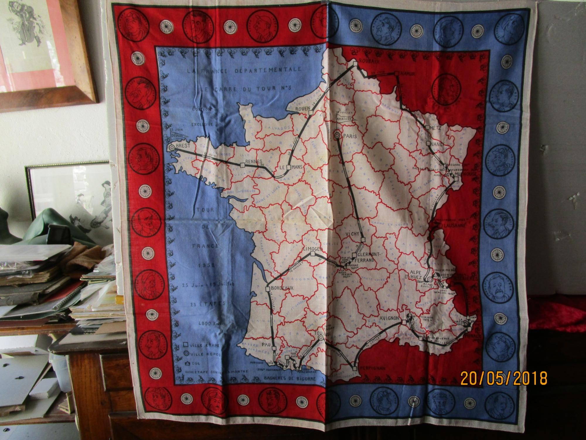 CYCLISME - TOUR de FRANCE de 1952 du 25 JUIN au 19 JUILLET - UN CARRÈ de TISSU IMPRIMÈ N° 3 de 84 x 87 cm